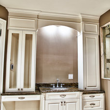 Traditional Bathroom by spaces inc.