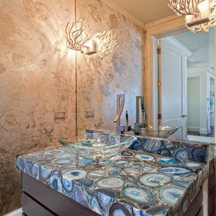 マイアミの中サイズのコンテンポラリースタイルのおしゃれな浴室 (ベッセル式洗面器、フラットパネル扉のキャビネット、濃色木目調キャビネット、濃色無垢フローリング、オニキスの洗面台、青い洗面カウンター) の写真