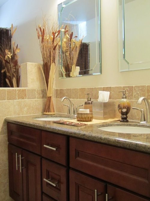 Superb Travertine Backsplash Ideas Part - 11: Bathroom - Contemporary Bathroom Idea In San Diego