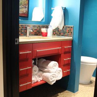 Ispirazione per una piccola stanza da bagno minimalista con lavabo integrato, consolle stile comò, ante rosse, top in granito, doccia ad angolo, WC monopezzo, piastrelle multicolore e piastrelle in ceramica