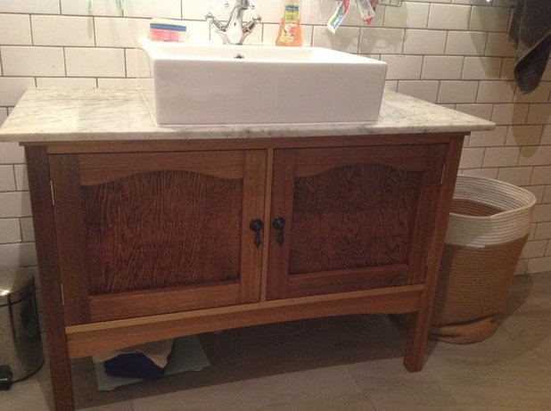 Vintage Bathroom Vanity Roundup