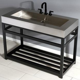 Ispirazione per una stanza da bagno industriale con lavabo a consolle, top in acciaio inossidabile e un lavabo