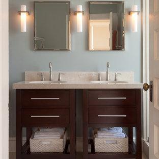 Esempio di una stanza da bagno padronale chic di medie dimensioni con consolle stile comò, ante in legno bruno, pareti blu, pavimento con piastrelle in ceramica, lavabo sottopiano, top in saponaria e pavimento beige