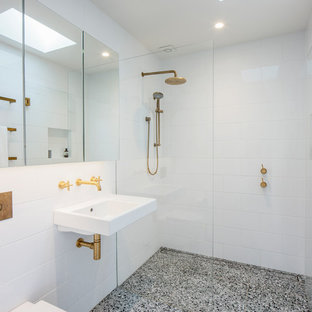 Design ideas for a modern bathroom in Sydney with a curbless shower, a wall-mount toilet, white tile, white walls, a wall-mount sink, grey floor and an open shower.