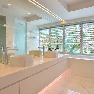 Contemporary bathroom in Sydney.