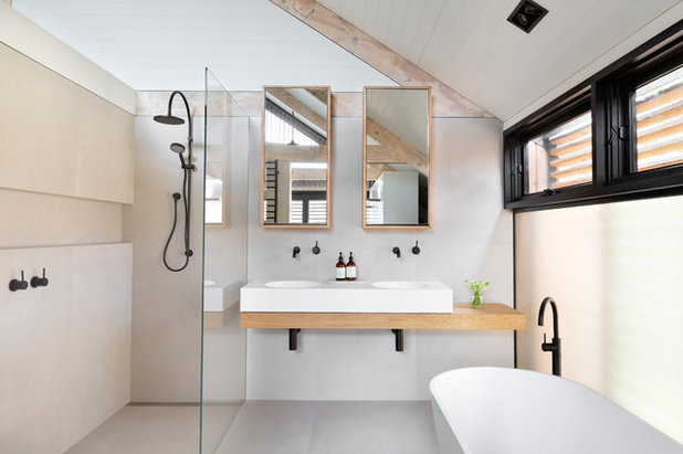 Scandinavian Bathroom by smarterBATHROOMS+