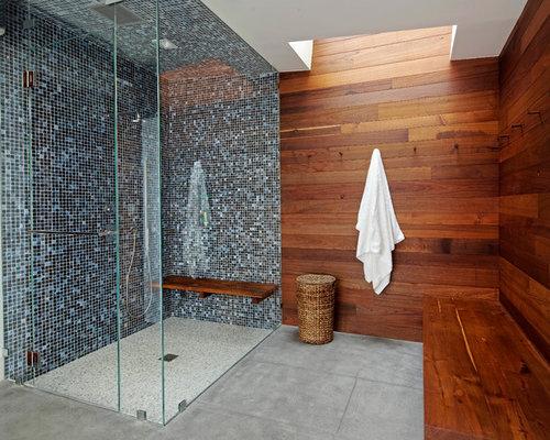 Bagno Con Doccia Mosaico : Stanza da bagno con pavimento in cemento e piastrelle a mosaico
