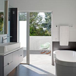 Idee per una stanza da bagno design con lavabo a bacinella