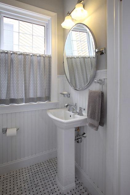 Traditional Bathroom by Associated Design Studio, L.L.C.