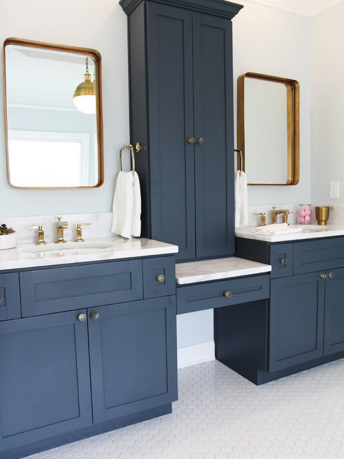 salle de bain victorienne avec des portes de placard bleues photos et id es d co de salles de bain. Black Bedroom Furniture Sets. Home Design Ideas