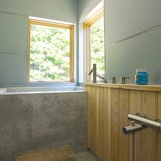 Modern Bathroom by Jean Terwilliger Architect