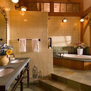 Imagen de cuarto de baño principal, rural, grande, con bañera encastrada, baldosas y/o azulejos beige, lavabo bajoencimera, suelo multicolor, baldosas y/o azulejos de porcelana, encimera de esteatita y suelo de baldosas de porcelana