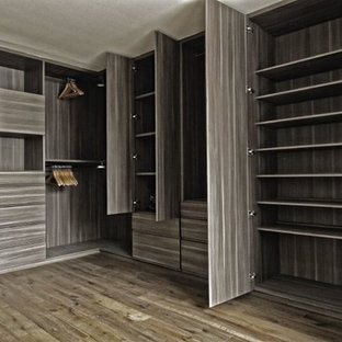 Modernes Badezimmer mit Fliesen in Holzoptik in Mexiko Stadt