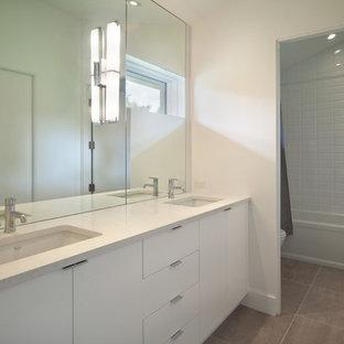 Bathroom - modern bathroom idea in Orlando