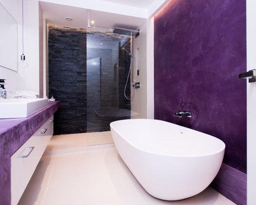 Bagni Piastrelle Nere : Bagno con piastrelle nere e pareti viola foto idee arredamento