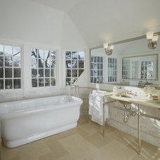 Traditional Bathroom by Vicente Burin Architects