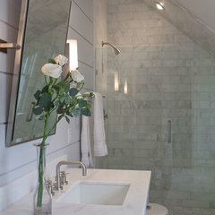 contemporary bathroom by Vicente Burin Architects