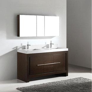 Diseño de cuarto de baño principal, tradicional renovado, grande, con armarios con paneles lisos, puertas de armario de madera en tonos medios, paredes grises, suelo de linóleo, lavabo suspendido y encimera de acrílico