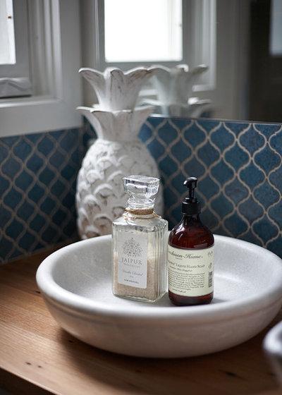 コンテンポラリー 浴室 by Tennille Joy Interiors