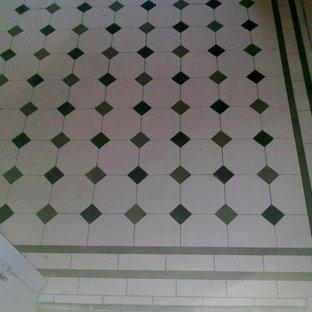 Immagine di una stanza da bagno vittoriana con piastrelle verdi, piastrelle in gres porcellanato, pareti bianche e pavimento in gres porcellanato