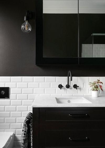 Retro Bathroom by smarterBATHROOMS+