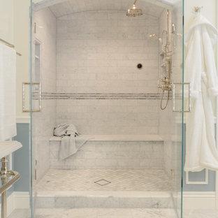 Foto di un'ampia stanza da bagno padronale vittoriana con nessun'anta, vasca freestanding, doccia alcova, piastrelle grigie, piastrelle in pietra, pareti bianche, pavimento in marmo, lavabo a colonna e top in superficie solida