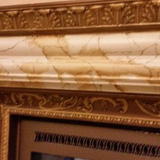 Ispirazione per una grande stanza da bagno padronale mediterranea con pavimento in marmo e pavimento giallo