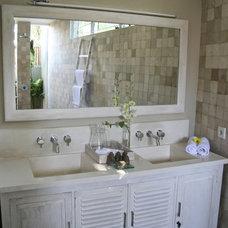 Tropical Bathroom Villa Suku