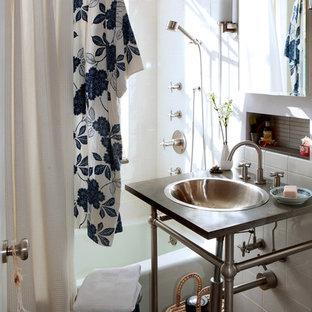 Eklektisches Badezimmer mit Kalkstein-Waschbecken/Waschtisch und Einbauwaschbecken in New York