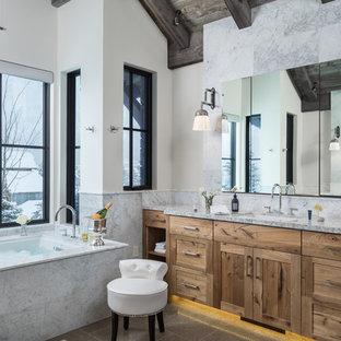 Ejemplo de cuarto de baño rústico con baldosas y/o azulejos grises, encimera de mármol, encimeras grises, armarios estilo shaker, puertas de armario de madera oscura, bañera encastrada sin remate, baldosas y/o azulejos de mármol, paredes blancas, lavabo bajoencimera y suelo gris