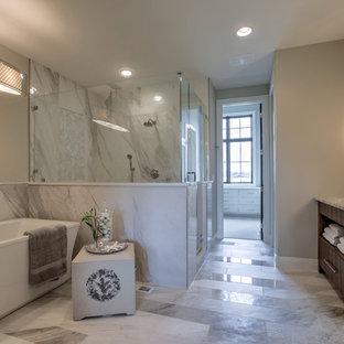オマハのラスティックスタイルのおしゃれなマスターバスルーム (シェーカースタイル扉のキャビネット、置き型浴槽、ダブルシャワー、分離型トイレ、磁器タイル、磁器タイルの床、アンダーカウンター洗面器、珪岩の洗面台、開き戸のシャワー) の写真