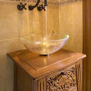 Ispirazione per una stanza da bagno chic con lavabo a bacinella