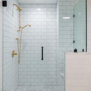 Cette photo montre une salle de bain principale chic de taille moyenne avec un placard à porte shaker, des portes de placard grises, une baignoire sur pieds, une douche d'angle, un WC à poser, un carrelage blanc, un carrelage métro, un mur blanc, un sol en marbre, un lavabo posé, un plan de toilette en quartz, un sol gris, une cabine de douche à porte battante, un plan de toilette blanc, un banc de douche, meuble double vasque, meuble-lavabo encastré, un plafond en bois et du lambris.