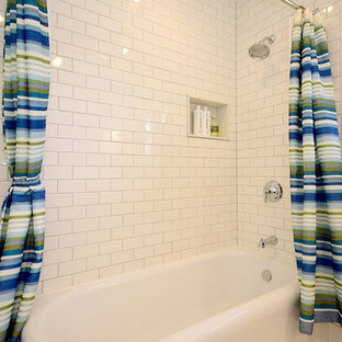Example of a classic subway tile bathroom design in Chicago