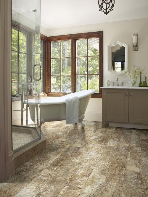 Salle de bain avec une baignoire sur pieds et un sol en - Salle de bain avec baignoire sur pied ...
