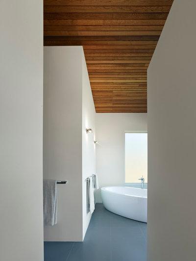 Современный Ванная комната by Zimmerman and Associates