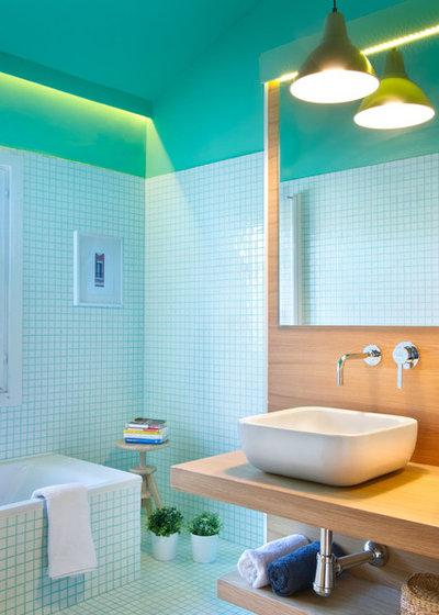 Coastal Bathroom by Egue y Seta