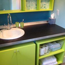 Modern Bathroom by Framework Design, Inc.