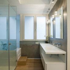 Contemporary Bathroom by SERVICONS SL