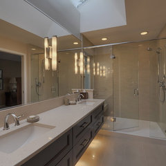 contemporary bathroom by Creative Spaciz / SPACIZ Design Studio