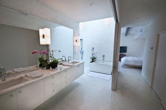 Bathroom by Webber + Studio, Architects