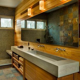 Esempio di una stanza da bagno design con lavabo rettangolare, ante in legno scuro, top in cemento, piastrelle a mosaico, doccia aperta e doccia aperta
