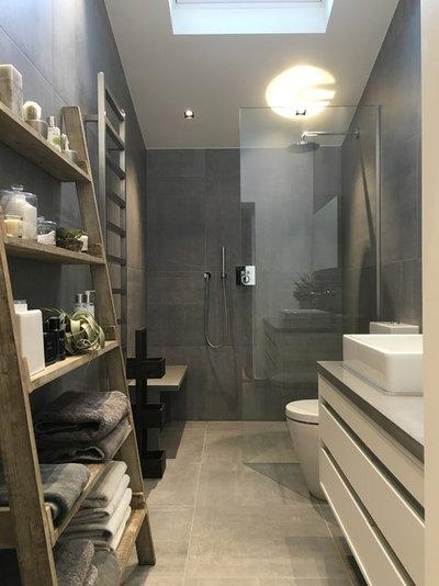 Contemporary Bathroom by Big Bean Construction ltd