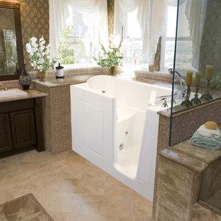 Свежая идея для дизайна: главная ванная комната среднего размера в стиле современная классика с ванной в нише, угловым душем, коричневыми стенами, полом из керамической плитки, накладной раковиной, фасадами с выступающей филенкой, темными деревянными фасадами, столешницей из гранита, коричневой плиткой, керамической плиткой, бежевым полом и душем с распашными дверями - отличное фото интерьера