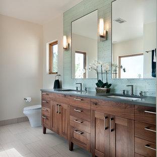 デンバーのトランジショナルスタイルのおしゃれな浴室 (シェーカースタイル扉のキャビネット、青いタイル、ボーダータイル、濃色木目調キャビネット、グレーの洗面カウンター) の写真