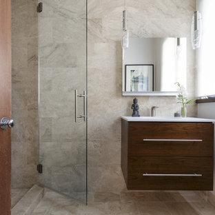 Esempio di una piccola stanza da bagno con doccia mediterranea con ante lisce, ante marroni, doccia alcova, WC sospeso, piastrelle beige, piastrelle di marmo, pareti bianche, pavimento in marmo, lavabo sottopiano, top in marmo, pavimento beige e porta doccia a battente