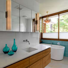 Modern Bathroom by Splinters Millworks