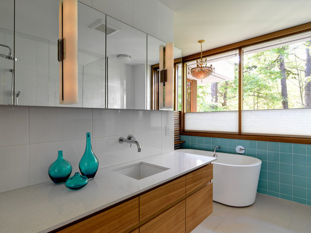 Modern Bathroom by Splinters Millworks