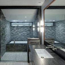 Modern Bathroom by Tom Bassett-Dilley Architect, Ltd.