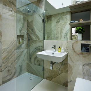 Foto de cuarto de baño principal, contemporáneo, con lavabo suspendido, sanitario de pared, baldosas y/o azulejos de porcelana, ducha empotrada y baldosas y/o azulejos beige